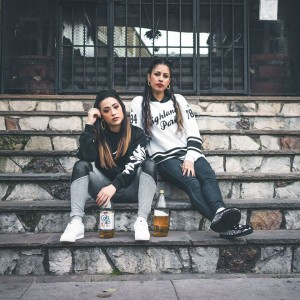 Les deux rappeuses originaires de la West Coast : Gavelyn & Reverie pendant leur tournée européenne.